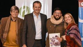 Bahl y Stratta entregaron aportes a emprendedores, centros de estudiantes y organizaciones de Paraná